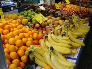 Obst im Einkaufsregal (c) Gérard Lorenz