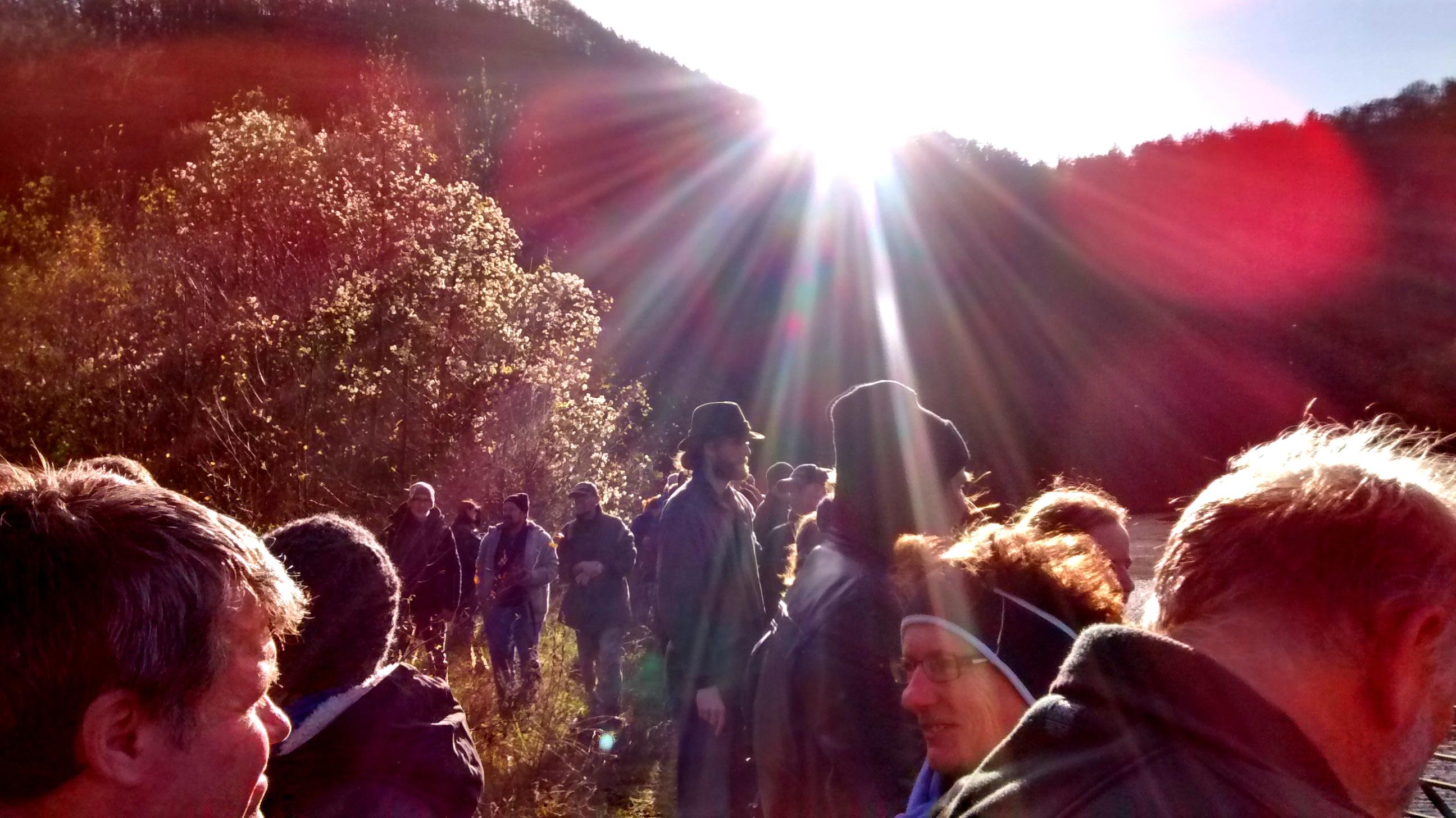 Zahlreiche WanderInnen aus der Region sind zur Veranstaltung gekommen