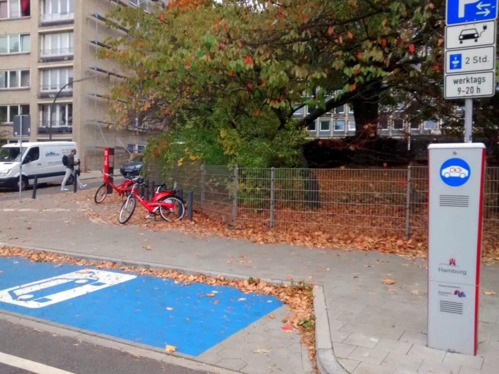 Noch herrscht meistens gähnende Leere auf den E-Parkplätzen (c) DM