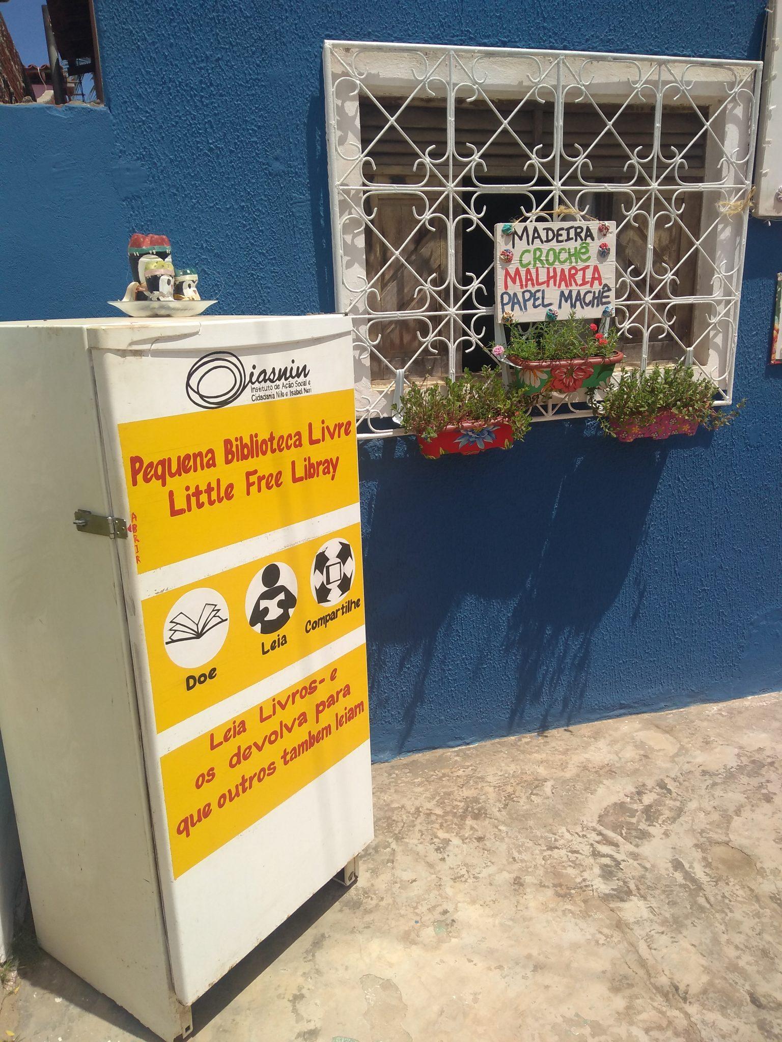 """Wie heutzutage in beinah jeder europäischen Großstadt auffindbar, gibt es sogar in dem kleinen (touristischen) Strandörtchen """"São Miguel do Gostoso"""" einen öffentlicher Bücherschrank"""