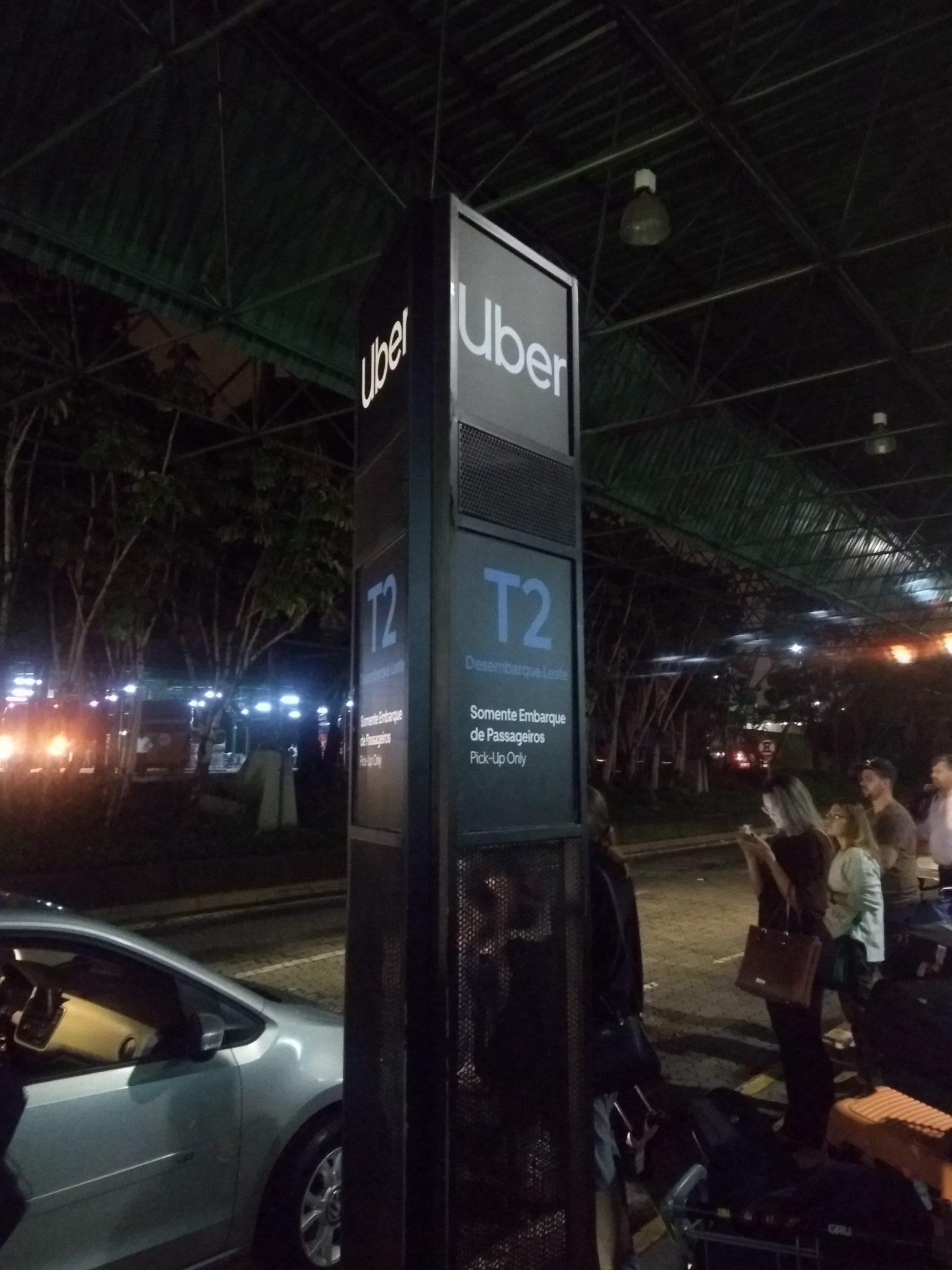 Ankunft am Flughafen, mit dem Uber ins Zentrum. Sicher und günstig.